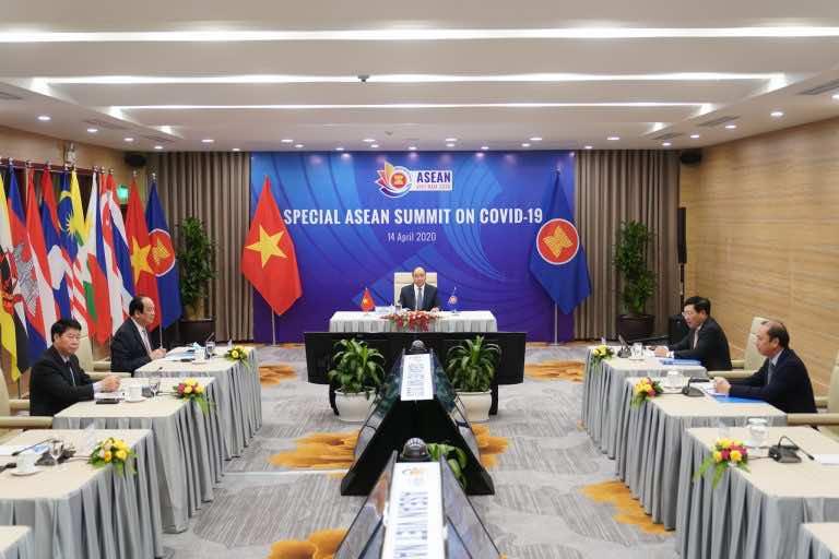 Chính phủ kêu gọi cùng làm việc online và họp trực tuyến đẩy lùi Covid-19